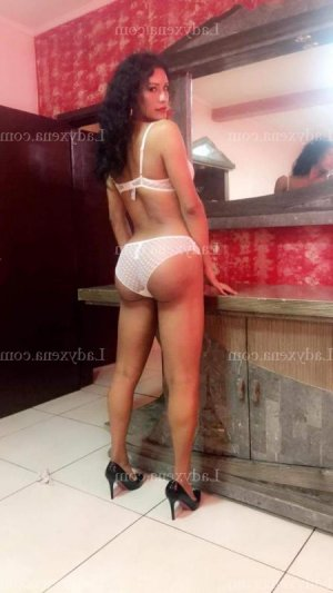 Sinthia escorte girl sauna libertin à Miribel